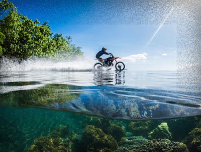 Robbie Maddison Membelah Ombak Pantai Tahiti dengan motor