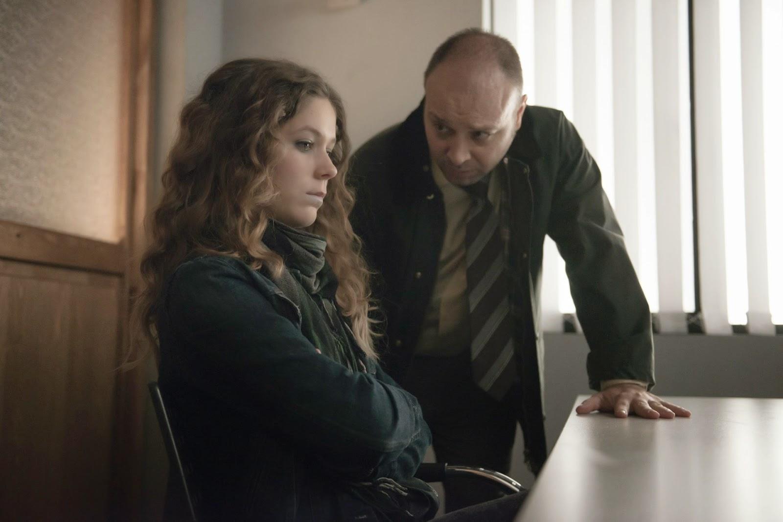 Rafael Vidal interroga a Emi Vega