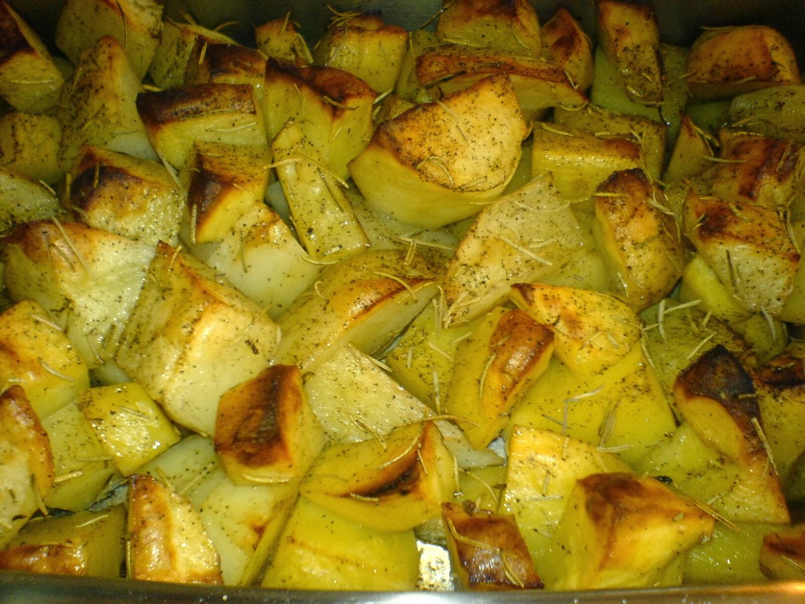 cartofi copti, cartofi la cuptor, mancare de cartofi, retete culinare, retete de mancare, cure si diete, mancare sanatoasa, retete cu cartofi, preparate din cartofi, cartofi cu rozmarin, delicii culinare, retete de post,