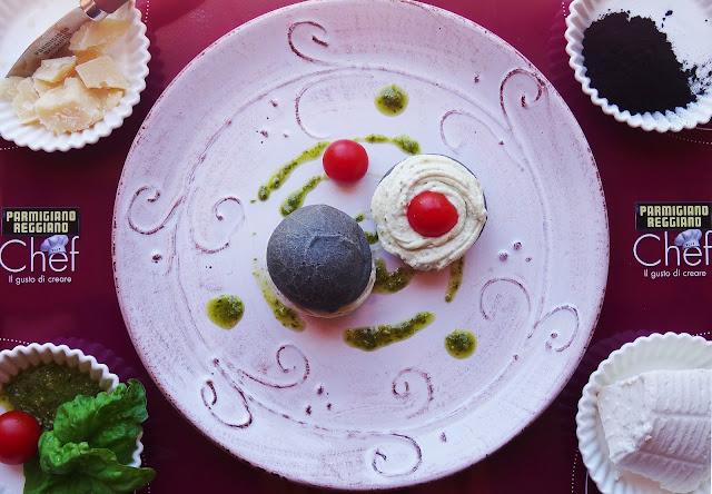 panini di pasta choux al carbone vegetale con ripieno di crema di ricotta al parmigiano reggiano e basilico