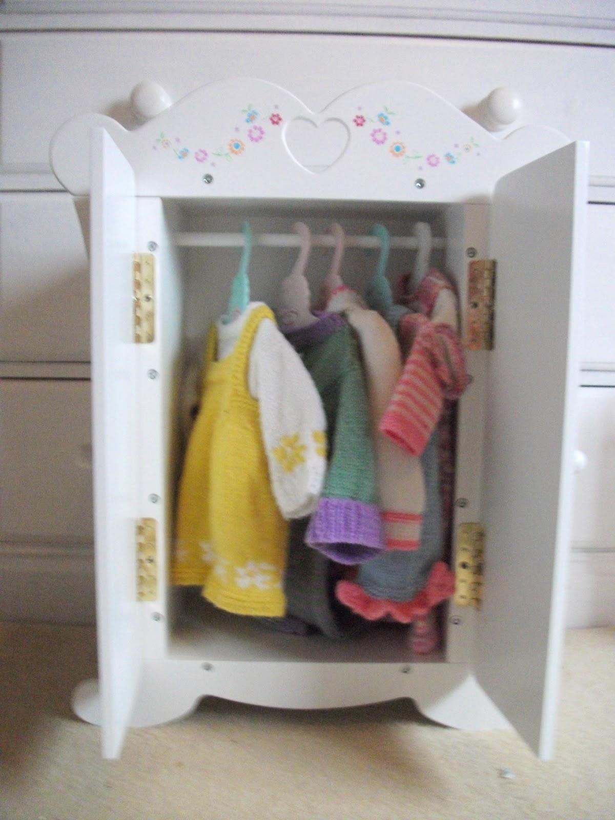 VINTAGE GIRL - Anna bell baby wardrobe