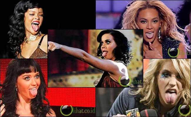 5 Penyanyi Wanita yang Suka Menjulurkan Lidah saat Konser