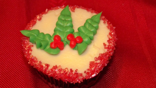 My Cake by Tori: Red velvet cupcakes with Christmas ...