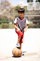 niño jugando pelota hiperactividad TDAH