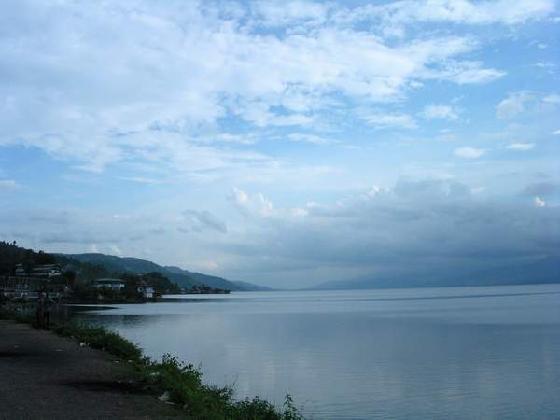 Objek wisata Danau Singkarak Sumatera Barat 4