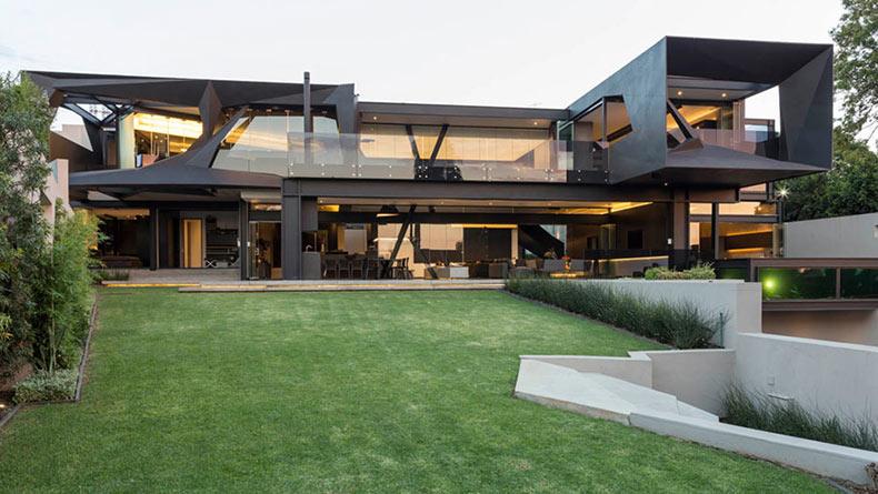 Cada habitaci n en esta moderna casa se abre al aire libre for Casa quinta moderna