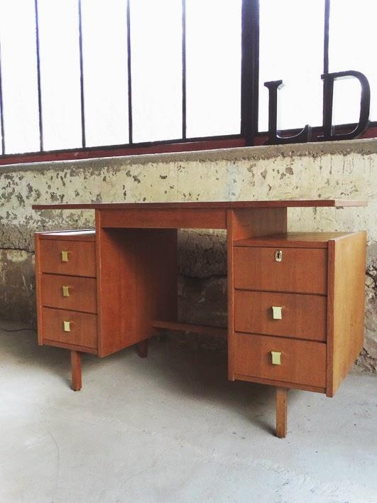 Ld vintage meuble vintage objet vintage int rieur unique for Bureau 8 tiroirs
