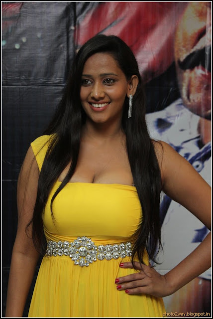 Sanjana Singh Hot Photo Gallery from Yaarukku Theriyum Movie-1