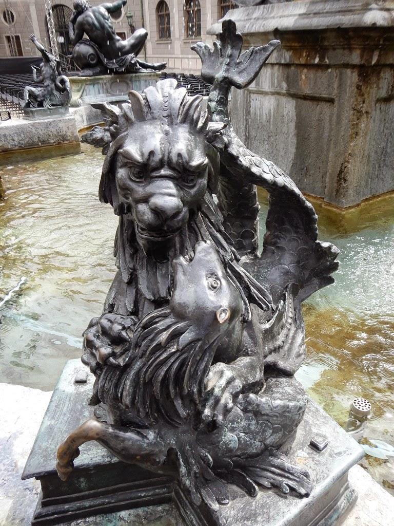 Brunnenhof Munchen dragon