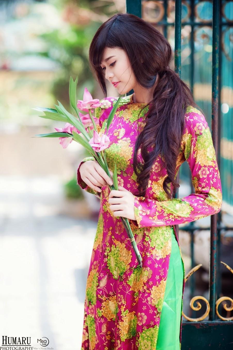 Ca sĩ Trương Quỳnh Anh xinh đẹp trong tà áo dài đón xuân