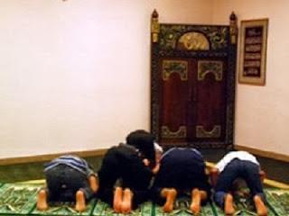 Shalat jamaah (foto Rol)