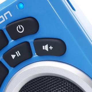 Detalle de los botones del altavoz bluetooth Ion Clipster
