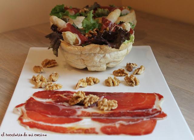 ensalada de jamon iberico, esparragos y nueces