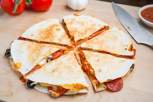 Pizza Quesadillas (aka Pizzadillas) on Closet Cooking