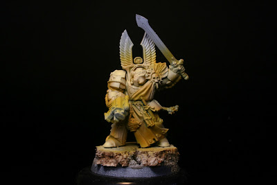 Pintado del marrón radome sobre el ocre en el exterminador de los Ángeles Oscuros de la caja de Warhammer: Venganza Oscura