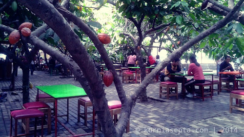 Wisata Kuliner dan Edukasi di Kampung Coklat