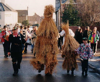 Tradisi Straw Bear