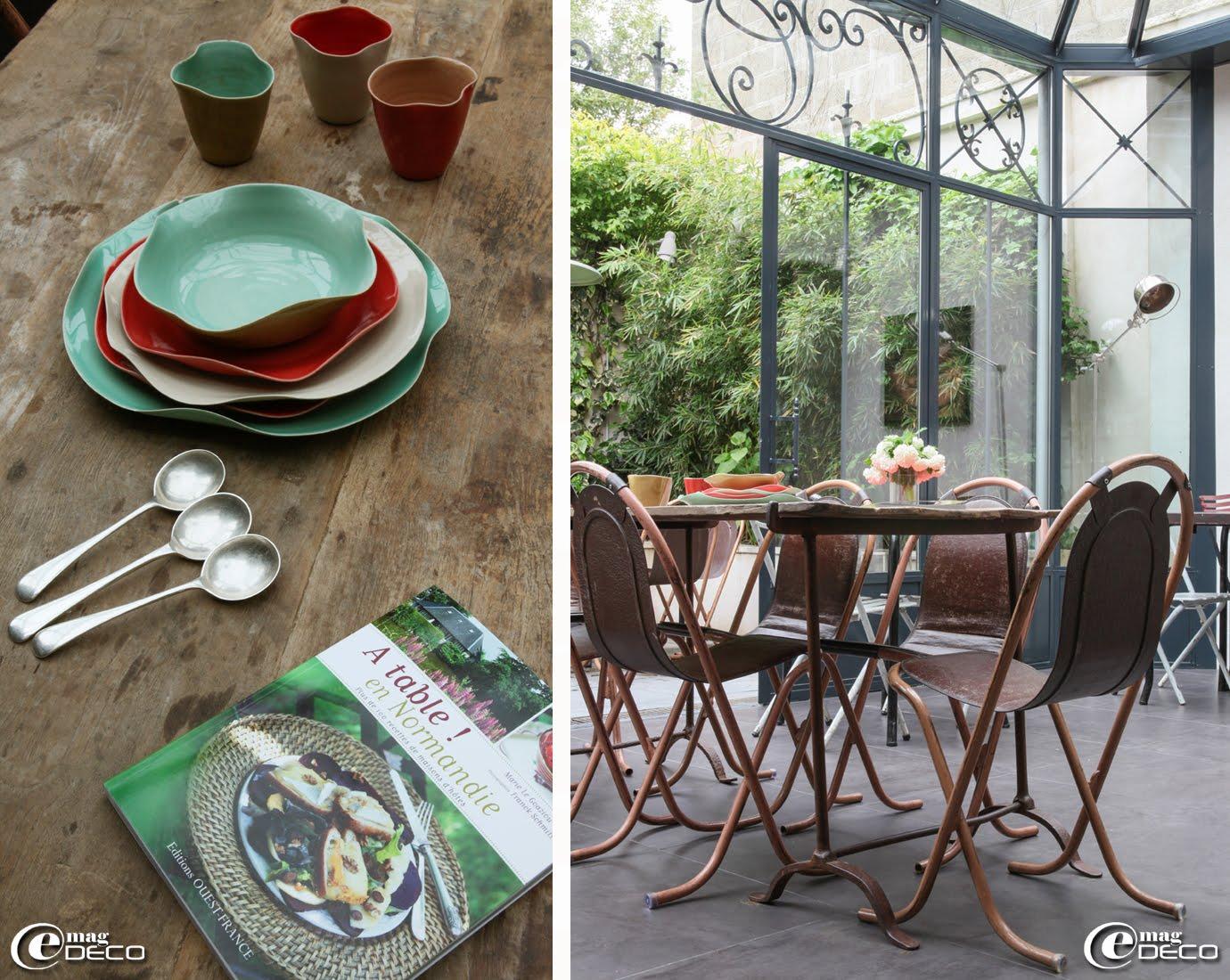 Vaisselle 'Saga' réalisée par Sandrine Ganem et livre 'A table ! en Normandie' de Marie Le Goaziou et Franck Schmitt