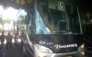gambar Bus Trans ibas kecelakaan