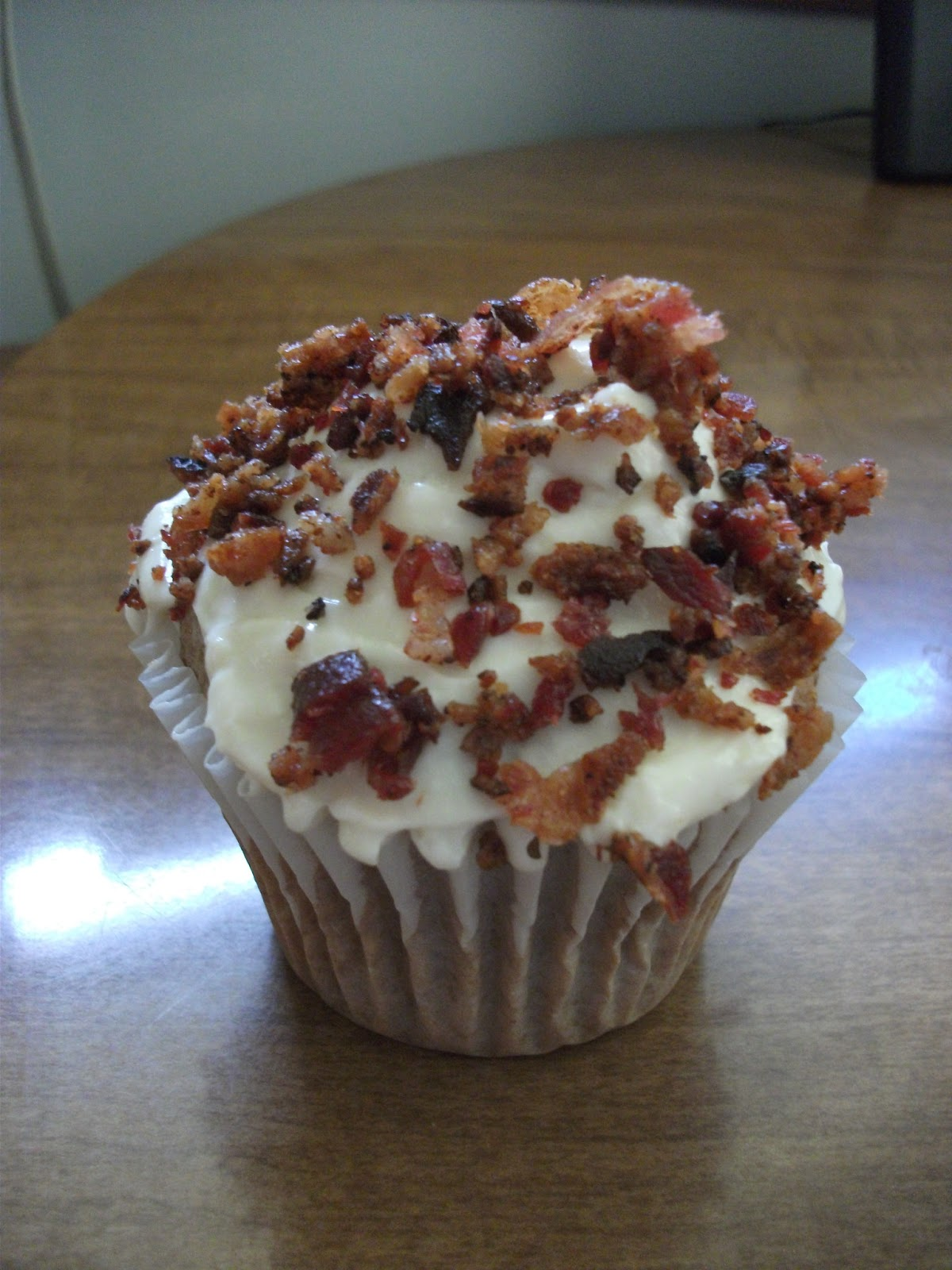 Modern Marie Antoinette: Easy Maple Bacon Cupcakes