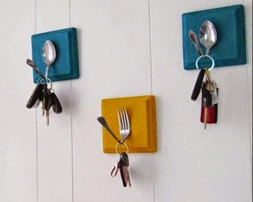 Gantungan kunci dari sendok dan garpu bekas