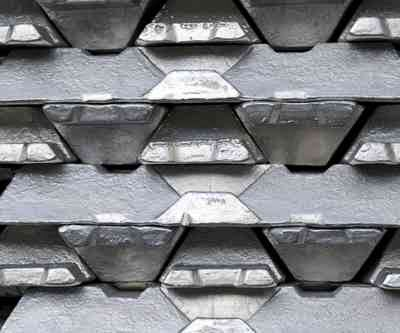 Zinc Rises to One-Month High on IMF Outlook for Economy