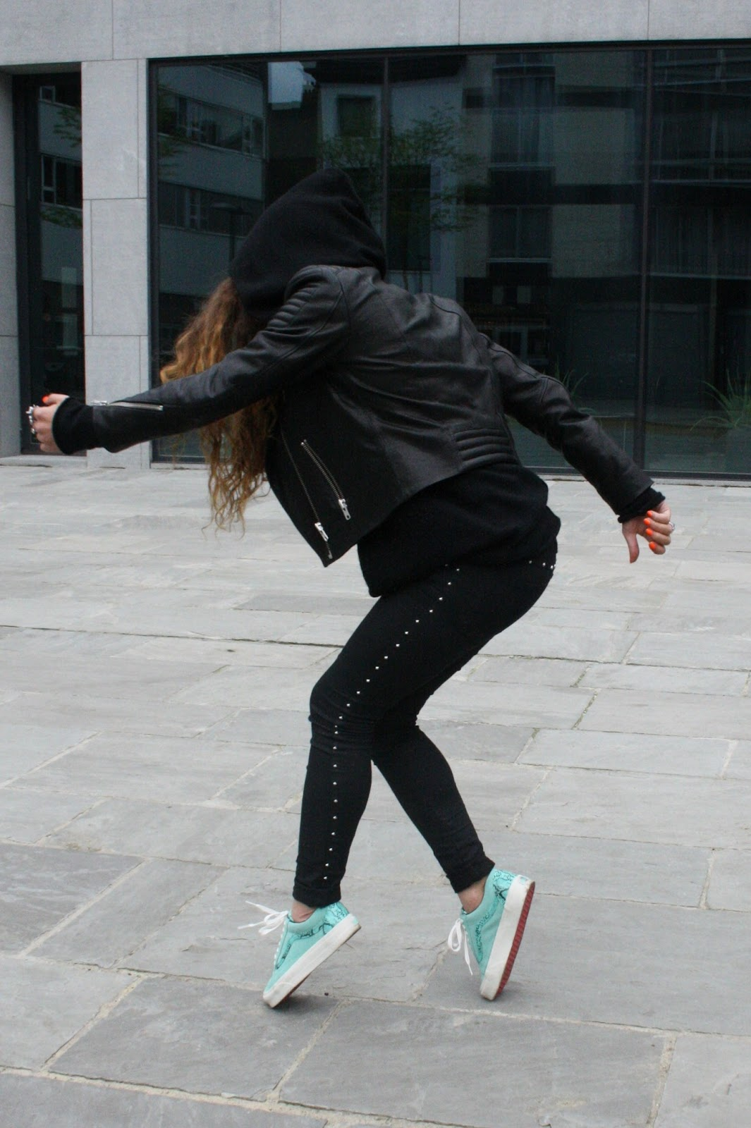excellent outfits with all black vans 11