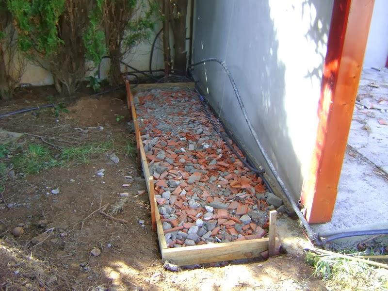prolongo la solera un metro a cada lado del porche