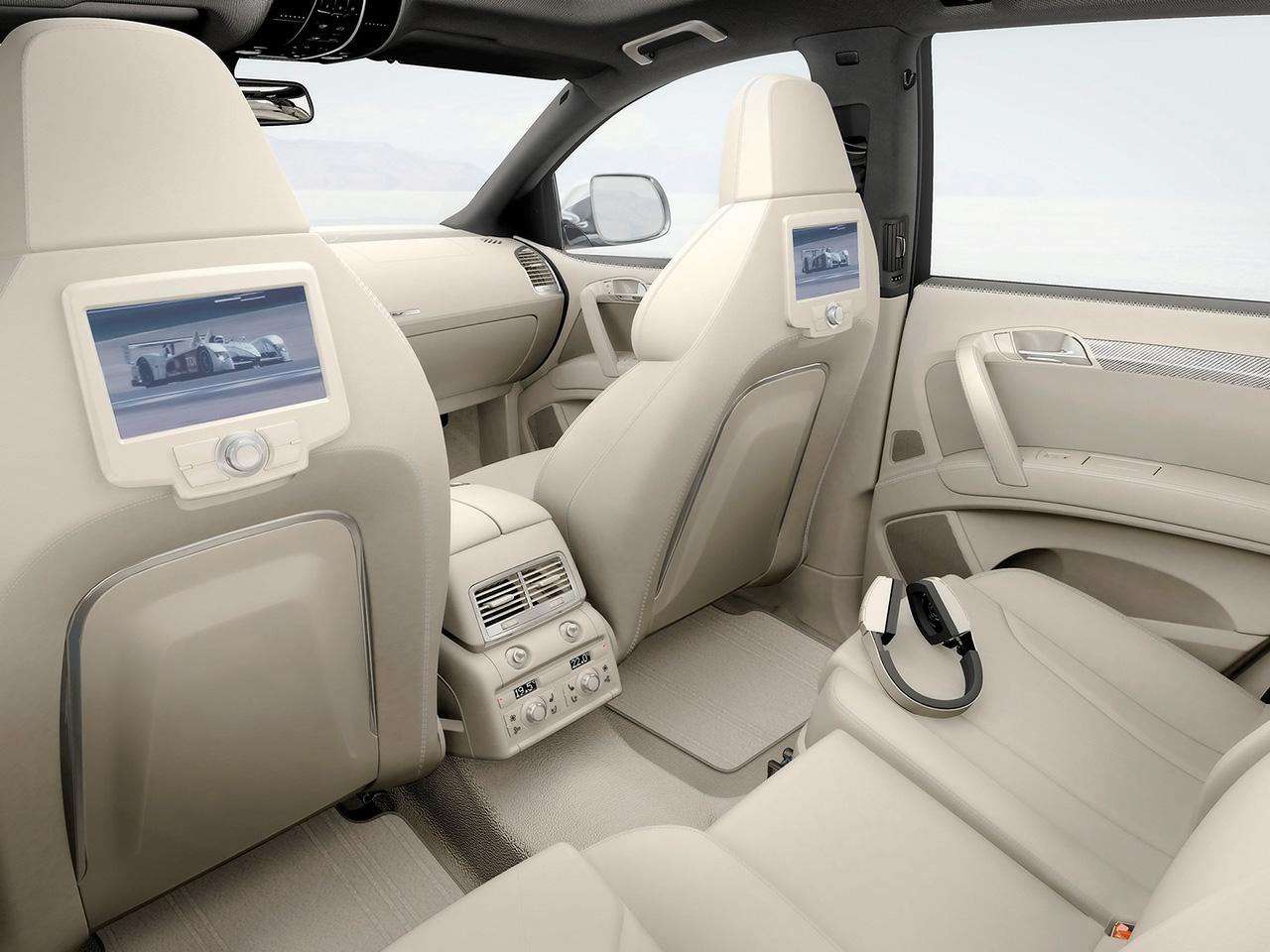 AUTOMOBILE: AUDI Q7 interior