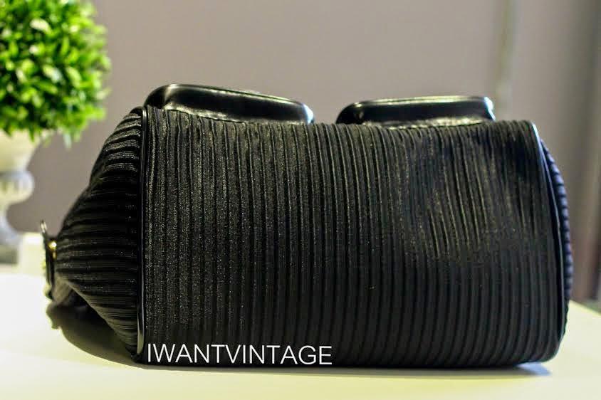 i want vintage vintage designer handbags love moschino otto pleat bowling bag in black. Black Bedroom Furniture Sets. Home Design Ideas