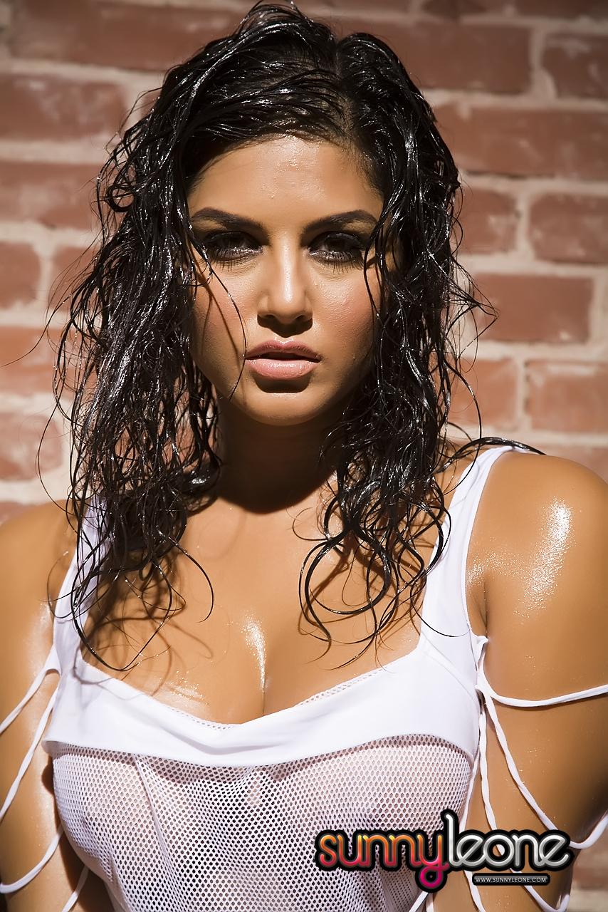 Karen Malhotra aka Pornstar Sunny Leone HQ Wallpaper Bigg Boss 5