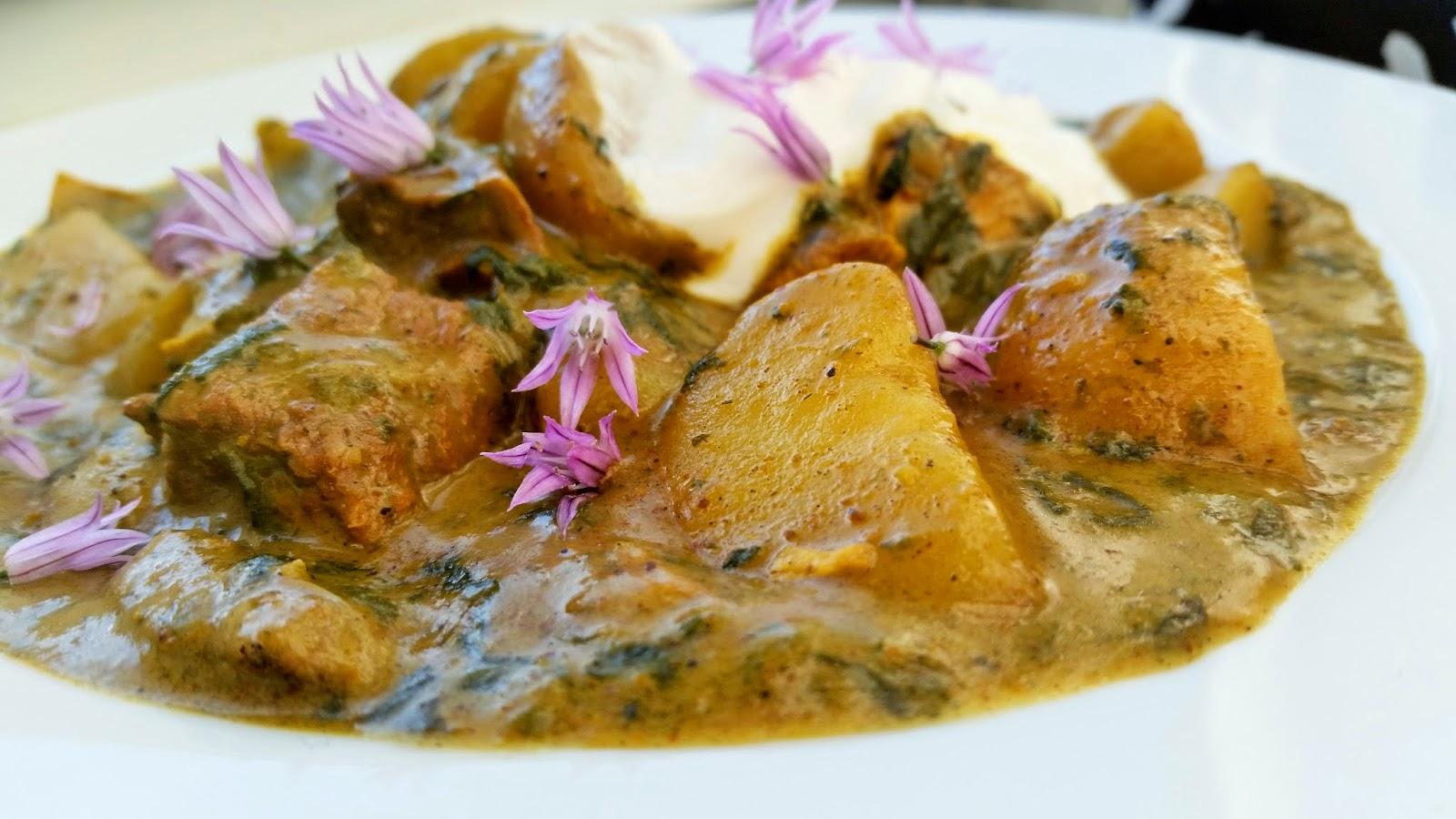 Kartoffel-spinat curry med oksekød
