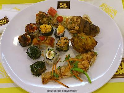 Thai Wok: Prato com as opções do buffet