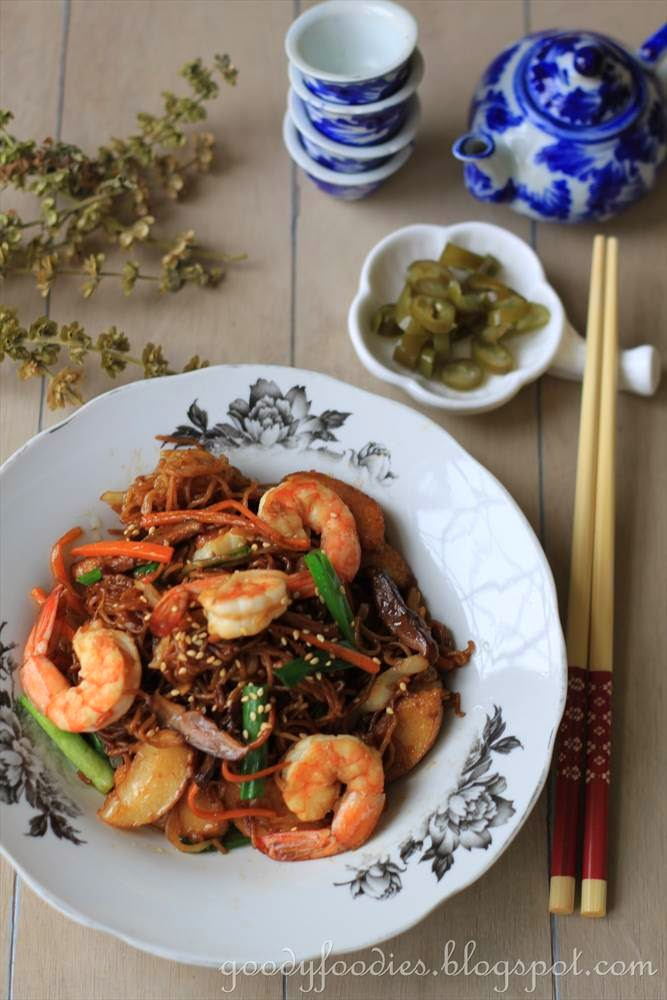 Goodyfoodies recipe chinese stir fried egg noodles sang meen chinese stir fried egg noodles sang meen recipe by baby sumo preparation time 10 minutes cooking time 10 12 minutes serves 2 forumfinder Gallery