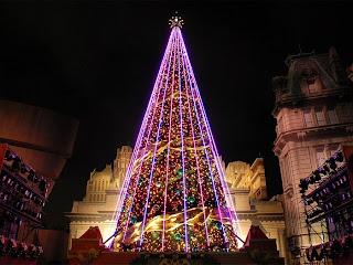 arbol de navidad en la ciudad Arboles de navidad de noche