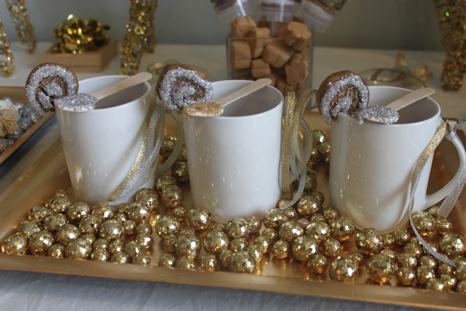 stylish black and gold christmas - White And Gold Christmas Decorations