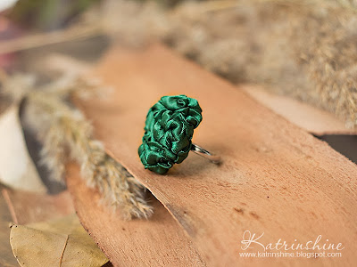 dark green ring