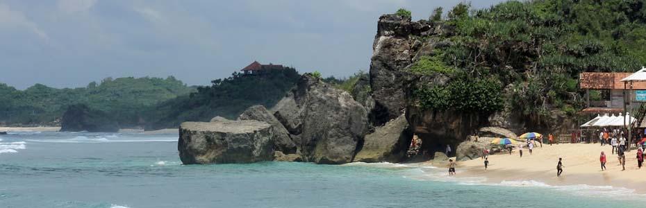 yogyakarta to see_unspoiled white sandy beach_indrayanti