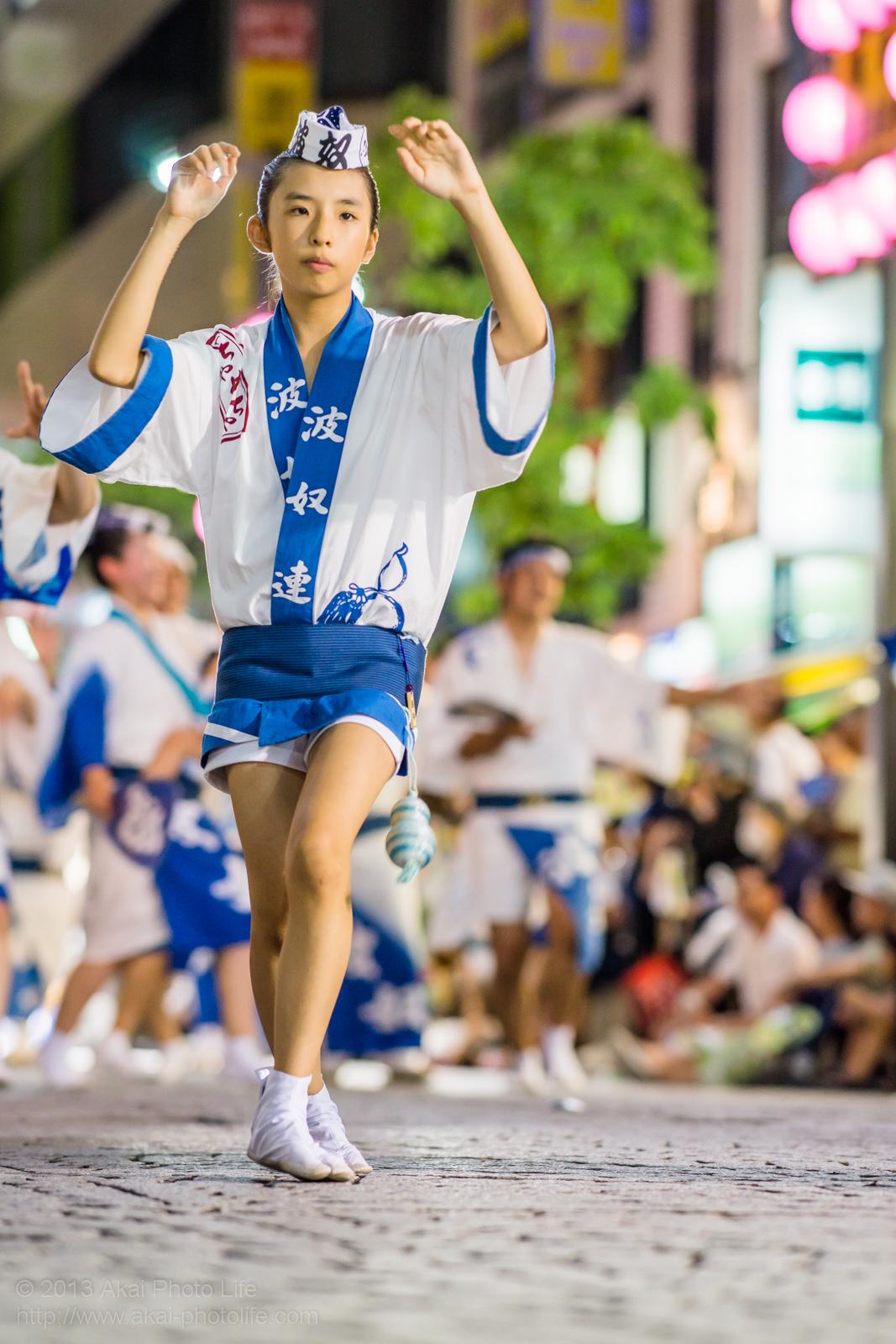 三鷹阿波踊り、波奴連(はちゃめちゃれん)の素手踊り