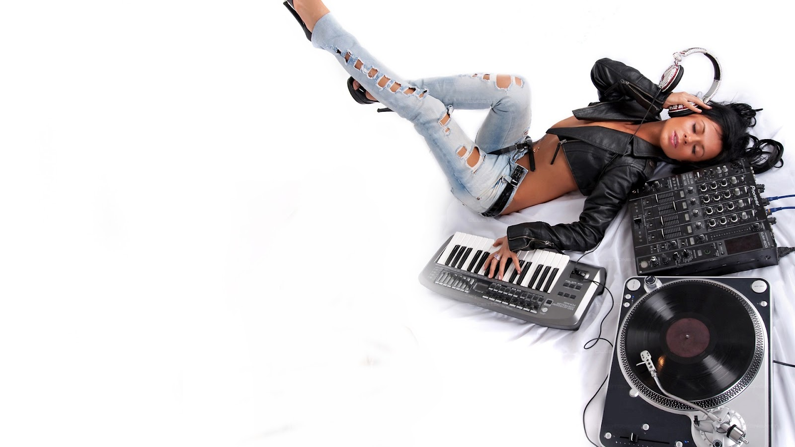 http://4.bp.blogspot.com/-or2YODbMKUs/Tz_sH9o2DkI/AAAAAAAAAcU/mGlITUWdhro/s1600/-vinyl-synthesizer-headphones-Hot-Dj-HD-Wallpapers-for-fullscreen-and-widescreen-desktop-background-Wallpaper-wallpapers-computer-8469-1920x1080.jpg