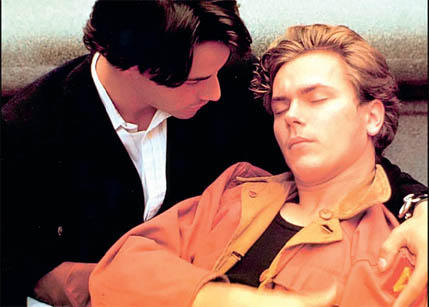 gay keanu reeves. Mike Waters (River Phoenix) y Scott Favor (Keanu Reeves) ...