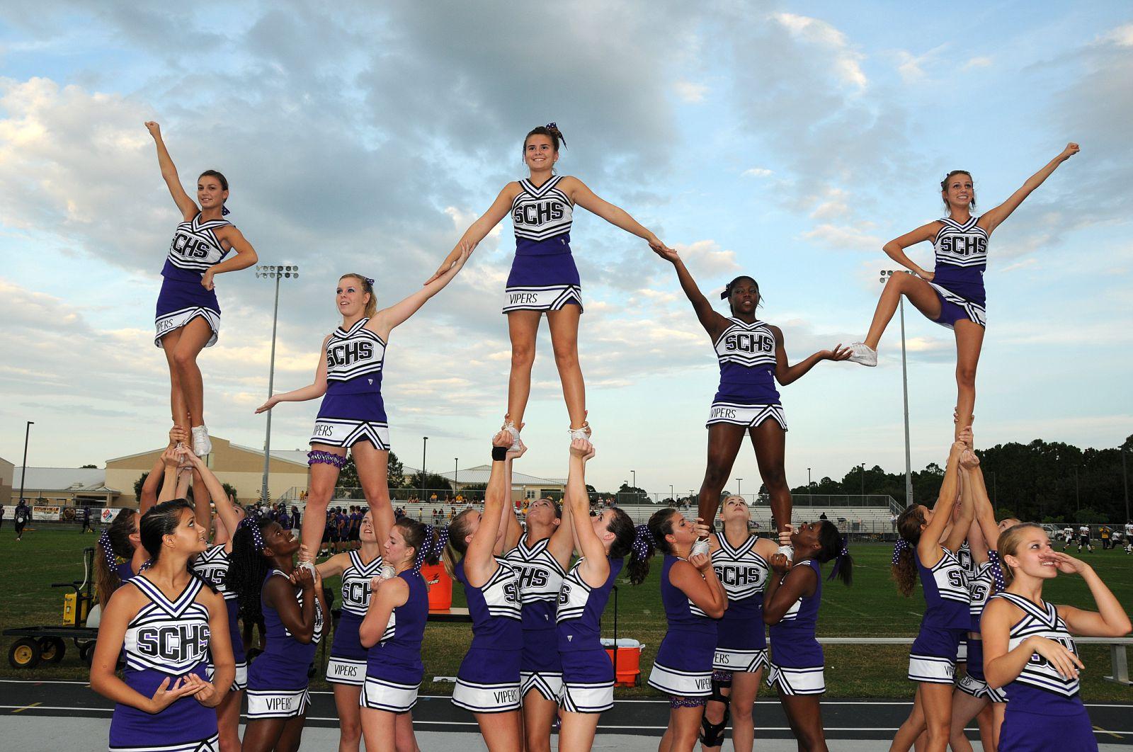 Girls High School Cheerleading Stunts