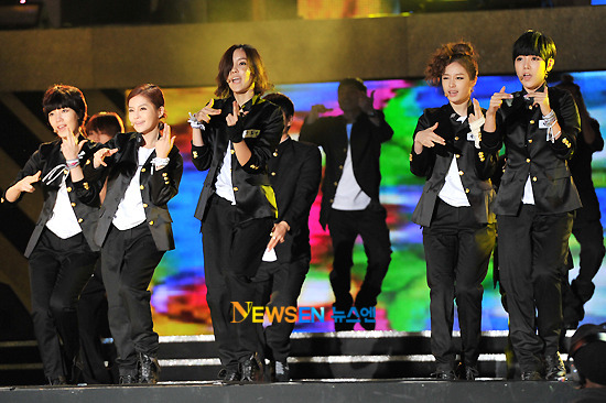 T-ara >> mini-álbum ''John Travolta Wannabe'' - Página 5 T-ara+2011+hallyu+dream+concert+%25282%2529
