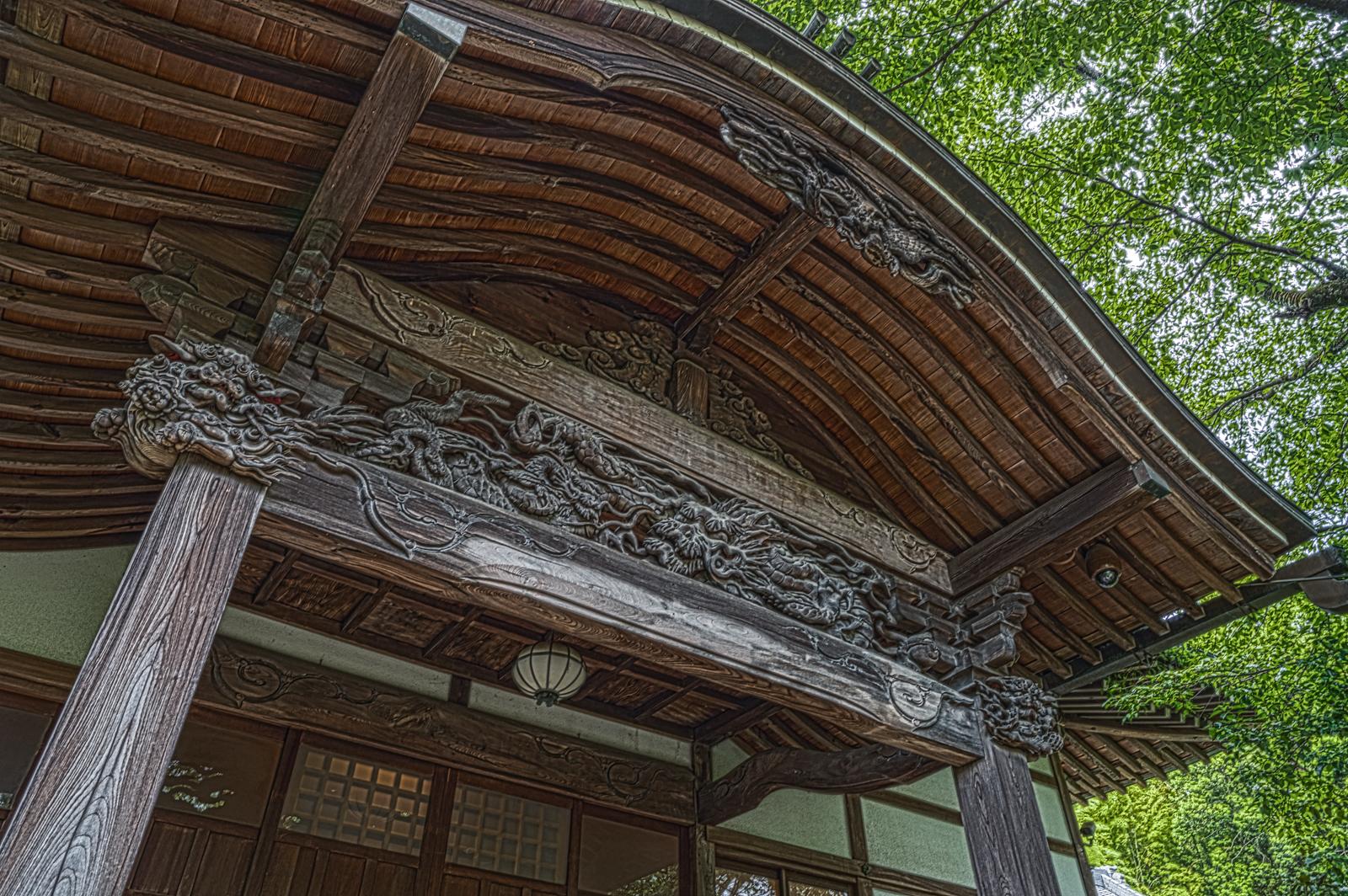 武蔵國分寺本殿を横から撮影した写真