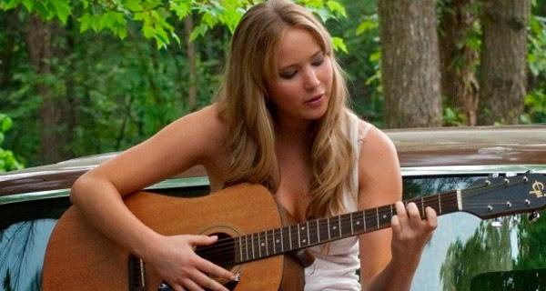 Jennifer Lawrence cantando