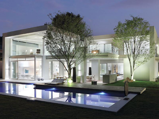 Modern Luxury House In Johannesburg at night