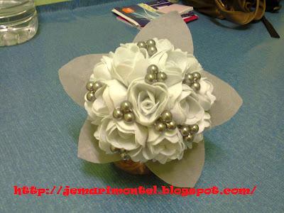 bunga tangan tiruan yang cantik