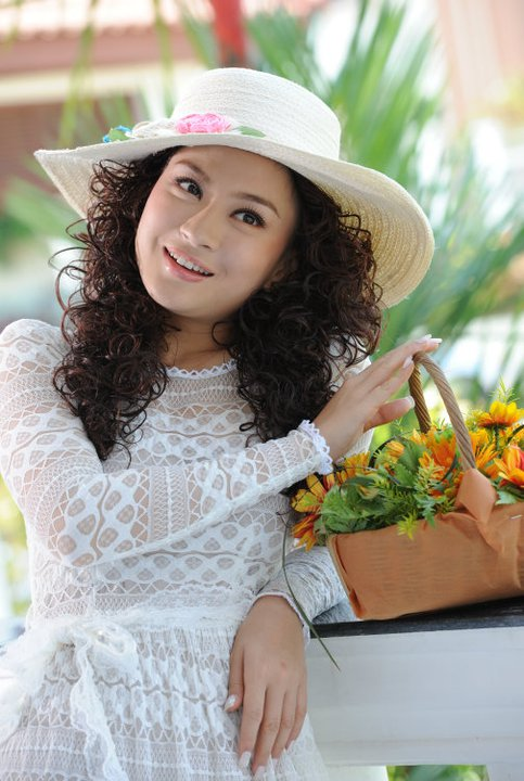 Wut Mone Shwe Yee http://model.myanmarcelebrity.com/2011/02/myanmar ...