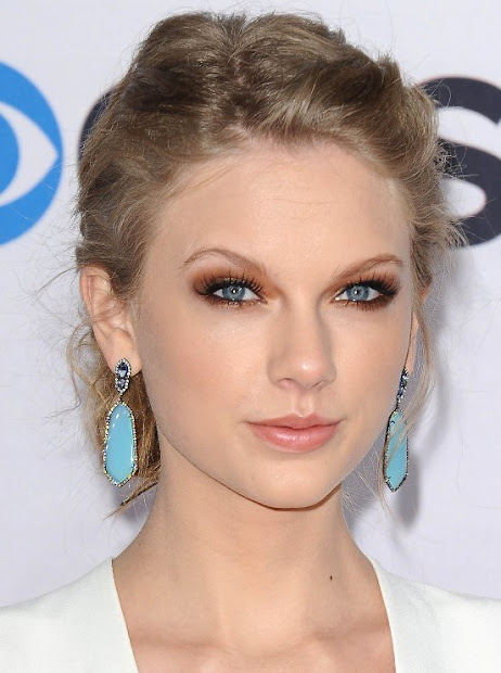 taylor swift pinned updo red carpet