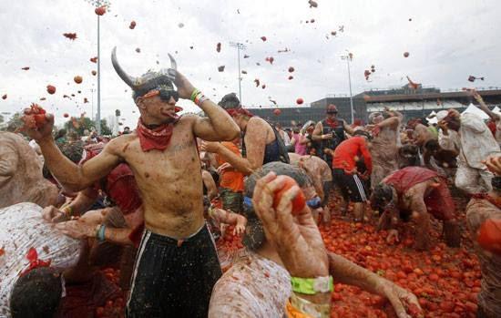بالصور أغرب مهرجانات العالم مهرجان الطماطم